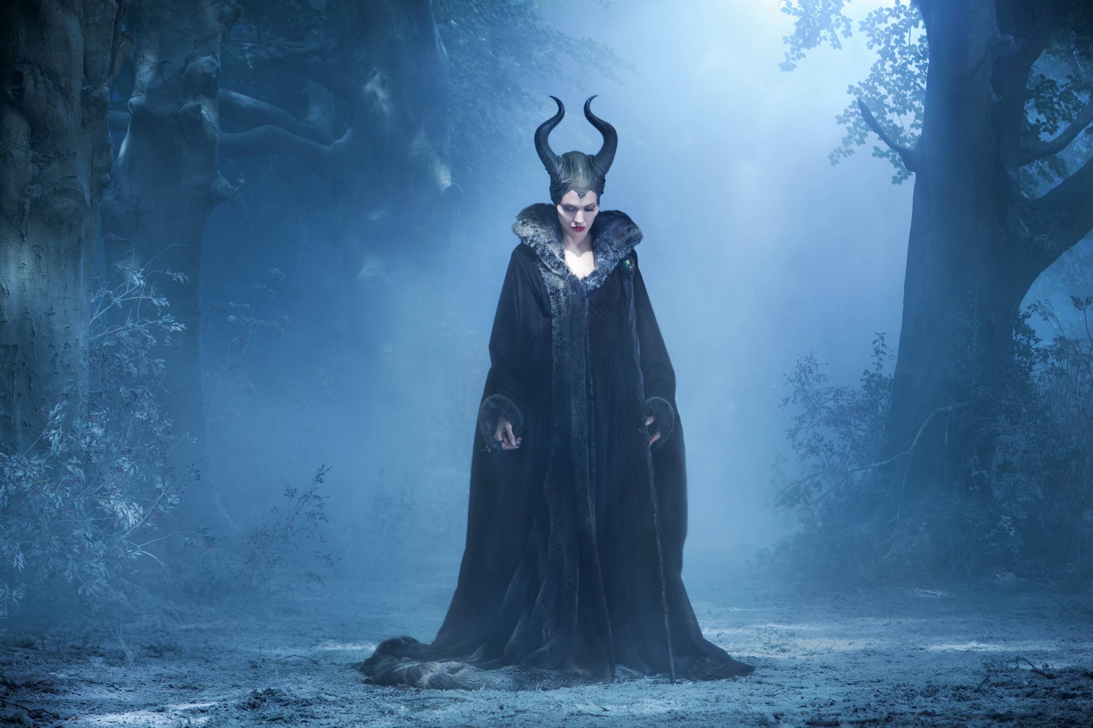 16 New Stills from Disney's 'Maleficent' – We Geek Girls