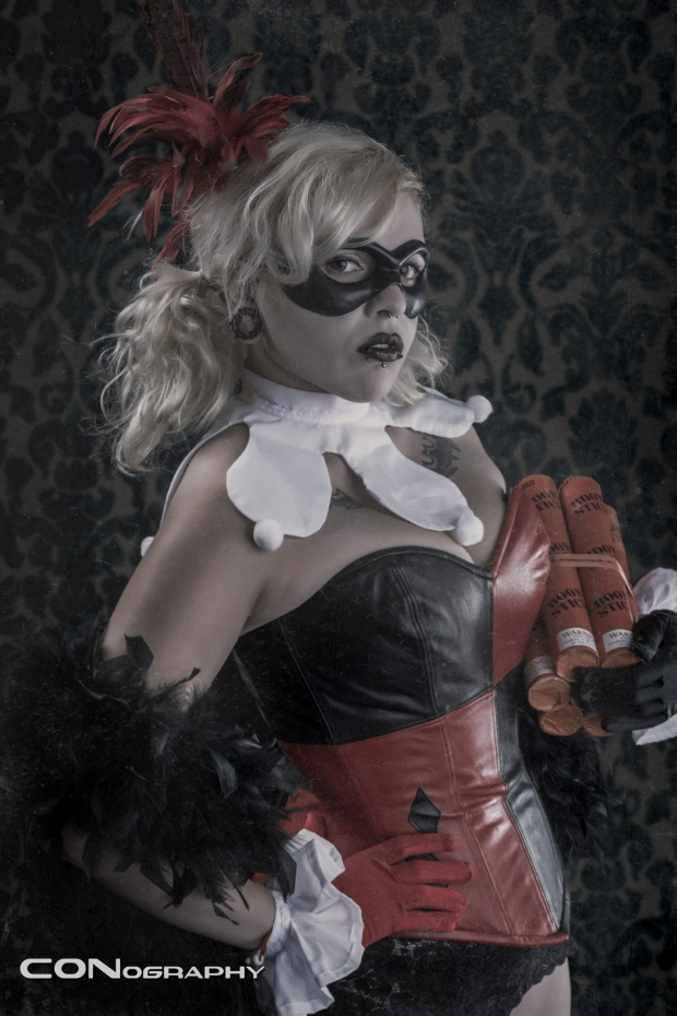 Burlesque_Harley_Quinn-Cosplayer:_Lena_Leather-Photographer:_CONography