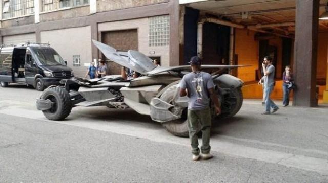 Batman v Superman_Dawn of Justice_Batmobile on Set3
