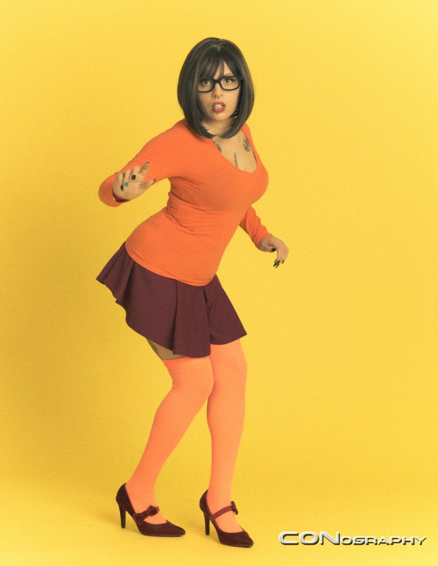 Velma-Scooby_Doo-Cosplayer:_Lena_Leather-Photographer:_CONography