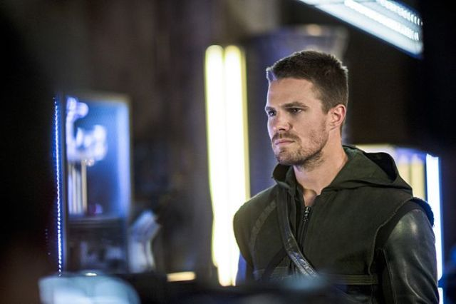 "Arrow -- ""The Magician"" Pictured: Stephen Amell as Oliver Queen -- Photo: Ed Araquel/The CW -- © 2014 The CW Network, LLC. All Rights Reserved."