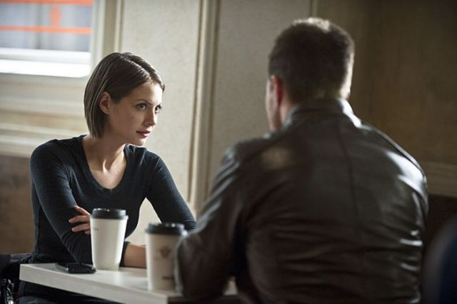 "Arrow -- ""The Magician"" Pictured (L-R): Willa Holland as Thea Queen and Stephen Amell as Oliver Queen -- Photo: Cate Cameron/The CW -- © 2014 The CW Network, LLC. All Rights Reserved."