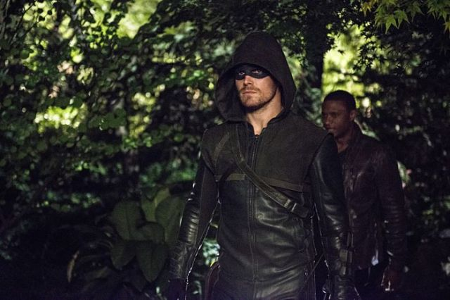 "Arrow -- ""The Magician"" Pictured (L-R): Stephen Amell as The Arrow and David Ramsey as John Diggle -- Photo: Cate Cameron/The CW -- © 2014 The CW Network, LLC. All Rights Reserved."