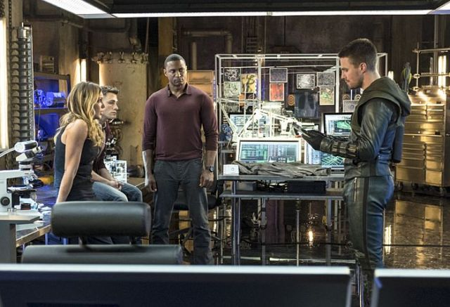 "Arrow -- ""The Magician"" Pictured (L-R): Katie Cassidy as Laurel Lance, Colton Haynes as Roy Harper, David Ramsey as John Diggle, and Stephen Amell as Oliver Queen -- Photo: Ed Araquel/The CW -- © 2014 The CW Network, LLC. All Rights Reserved."