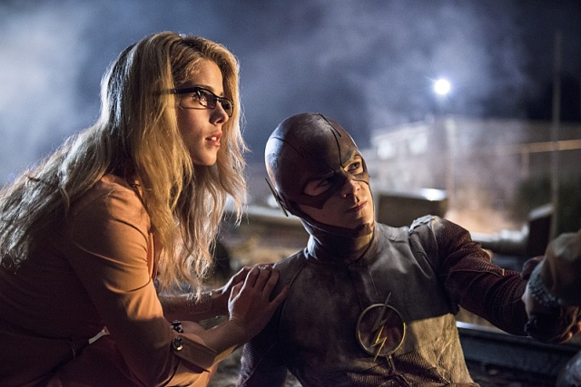 "The Flash -- ""Going Rogue"" Pictured (L-R): Emily Bett Rickards as Felicity Smoak and Grant Gustin as The Flash -- Photo: Cate Cameron/The CW -- © 2014 The CW Network, LLC. All rights reserved."