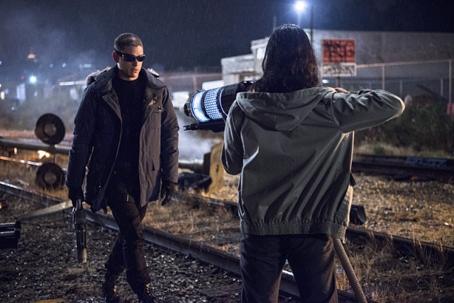 "The Flash -- ""Going Rogue"" Pictured (L-R): Wentworth Miller as Leonard Snart and Carlos Valdes as Cisco Ramon -- Photo: Cate Cameron/The CW -- © 2014 The CW Network, LLC. All rights reserved."