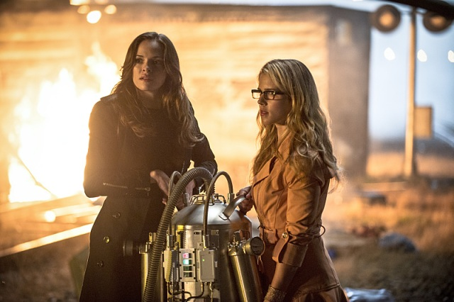 "The Flash -- ""Going Rogue"" Pictured (L-R): Danielle Panabaker as Caitlin Snow and Emily Bett Rickards as Felicity Smoak -- Photo: Cate Cameron/The CW -- © 2014 The CW Network, LLC. All rights reserved."
