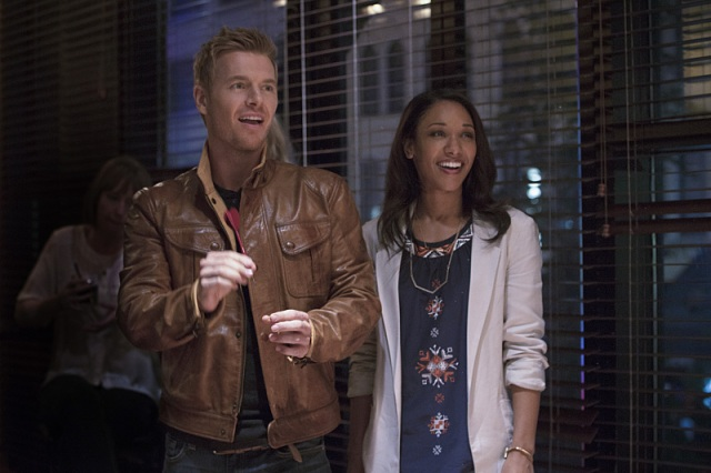 """The Flash -- """"Plastique"""" Pictured (L-R): Rick Cosnett as Detective Eddie Thawne and Candice Patton as Iris West -- Photo: Jack Rowand/The CW -- © 2014 The CW Network, LLC. All rights reserved."""