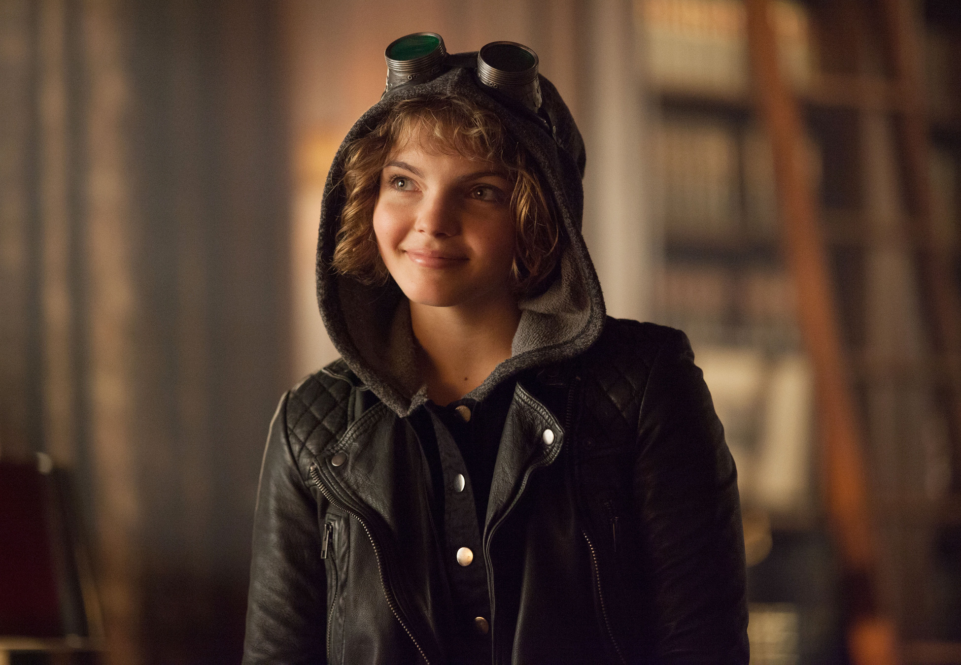 gotham single asian girls Selina kyle is a teenage girl and is a skilled street thief residing in gotham city known under the alias of cat, she is well known around the city through her connections in the criminal.