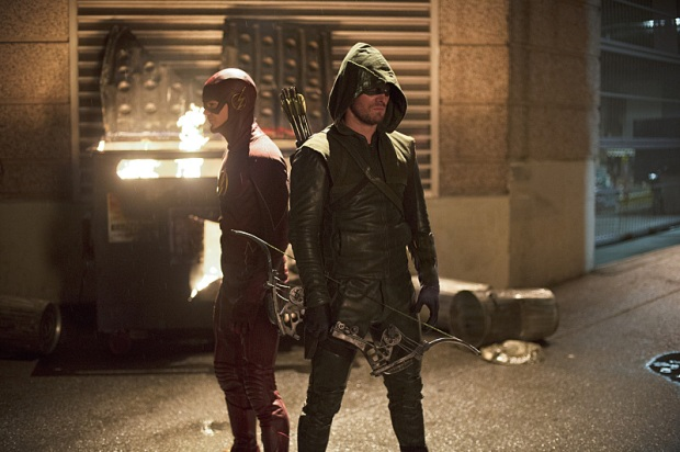 """The Flash -- """"Flash vs. Arrow"""" Pictured (L-R): Grant Gustin as The Flash and Stephen Amell as The Arrow -- Photo: Diyah Pera /The CW -- © 2014 The CW Network, LLC. All rights reserved."""