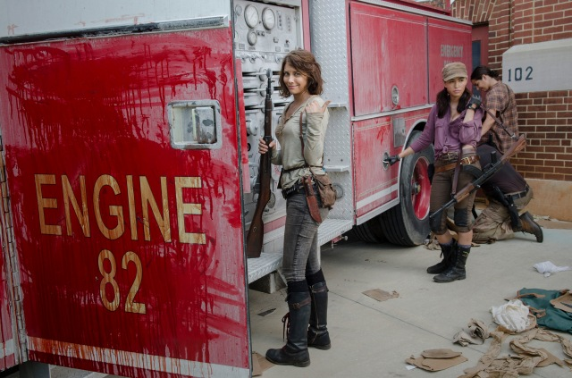 Lauren Cohan as Maggie Greene, Christian Serratos as Rosita Espinosa and Alanna Masterson as Tara Chambler - The Walking Dead _ Season 5, Episode 5 _ BTS - Photo Credit: Gene Page/AMC