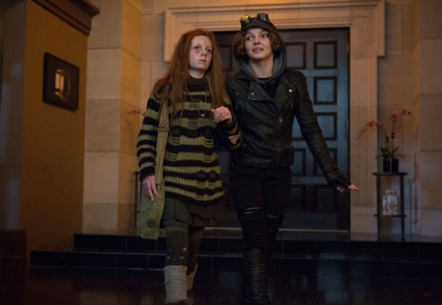 "GOTHAM: Ivy (guest star Clare Foley, L) and Selina Kyle (Camren Bicondova, R) find refuge in Barbara Kean's apartment in the ""Rogues' Gallery"" episode of GOTHAM airing Monday, Jan. 5 (8:00-9:00 PM ET/PT) on FOX. ©2014 Fox Broadcasting Co. Cr: Jessica Miglio/FOX"