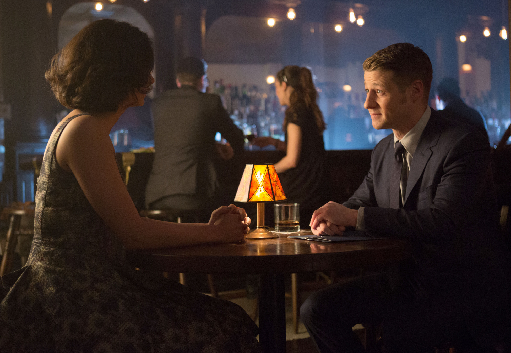 Gotham season 1 7 new stills from episode 14 the for Dr leslie fish