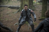 """Arrow -- """"The Return"""" -- Image AR314B_0058b -- Pictured: Manu Bennett as Slade Wilson -- Photo: Cate Cameron/The CW -- © 2015 The CW Network, LLC. All Rights Reserved."""