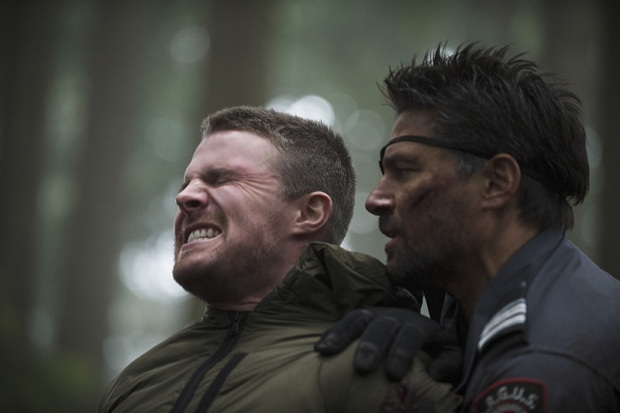 "Arrow -- ""The Return"" -- Image AR314B_0076b -- Pictured (L-R): Stephen Amell as Oliver Queen and Manu Bennett as Slade Wilson -- Photo: Cate Cameron/The CW -- © 2015 The CW Network, LLC. All Rights Reserved."