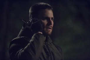 """Arrow -- """"The Return"""" -- Image AR314B_0411b -- Pictured: Stephen Amell as Oliver Queen -- Photo: Cate Cameron/The CW -- © 2015 The CW Network, LLC. All Rights Reserved."""