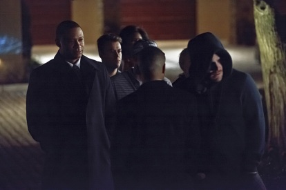 """Arrow -- """"The Return"""" -- Image AR314A_0303b -- Pictured (L-R): David Ramsey as John Diggle and Stephen Amell as Oliver Queen / The Arrow -- Photo: Michael Courtney/The CW -- © 2015 The CW Network, LLC. All Rights Reserved."""