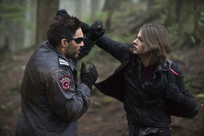 """Arrow -- """"The Return"""" -- Image AR314B_0023b -- Pictured (L-R): Manu Bennett as Slade Wilson and Willa Holland as Thea Queen -- Photo: Cate Cameron/The CW -- © 2015 The CW Network, LLC. All Rights Reserved."""