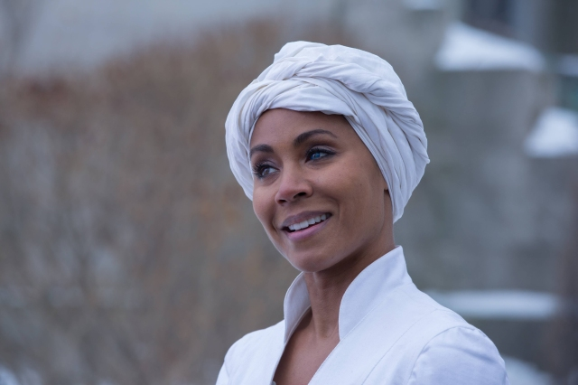 "GOTHAM: Fish Mooney (Jada Pinkett Smith), smiles after escaping the Dollmaker in the ""Beasts of Prey"" episode of GOTHAM airing Monday, April 13 (8:00-9:00 PM ET/PT) on FOX.  ©2015 Fox Broadcasting Co. Cr: Jessica Miglio/FOX"