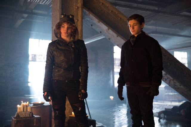 "GOTHAM: Selina (Camren Bicondova, L)  and Bruce (David Mazouz, R) in the ""Beasts of Prey"" episode of GOTHAM airing Monday, April 13 (8:00-9:00 PM ET/PT) on FOX. ©2015 Fox Broadcasting Co. Cr: Jessica Miglio/FOX"