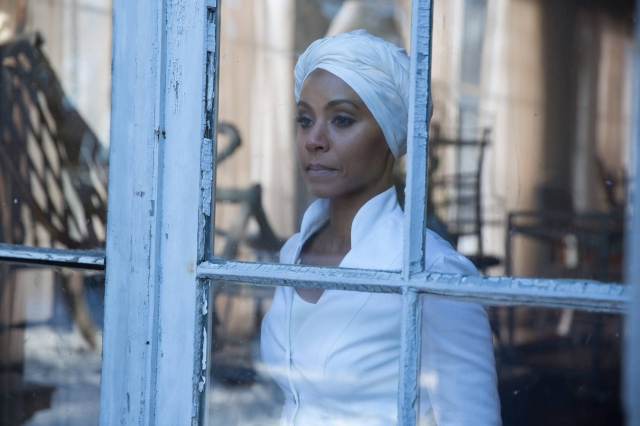 "GOTHAM: Fish Mooney (Jada Pinkett Smith) contemplates her fate in the ""Beasts of Prey"" episode of GOTHAM airing Monday, April 13 (8:00-9:00 PM ET/PT) on FOX. ©2015 Fox Broadcasting Co. Cr: Jessica Miglio/FOX"