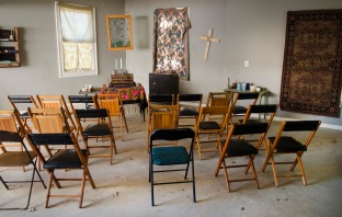 Alexandria's Church - The Walking Dead _ Season 5, Episode 16 _ BTS - Photo Credit: Gene Page/AMC