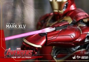 Avengers_Age of Ultron_Hot Toys_Iron Man Mark XLV (12)