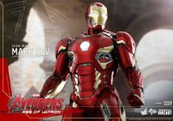 Avengers_Age of Ultron_Hot Toys_Iron Man Mark XLV (3)