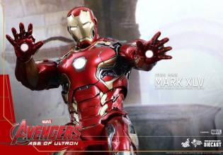 Avengers_Age of Ultron_Hot Toys_Iron Man Mark XLV (8)