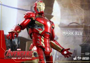 Avengers_Age of Ultron_Hot Toys_Iron Man Mark XLV (9)