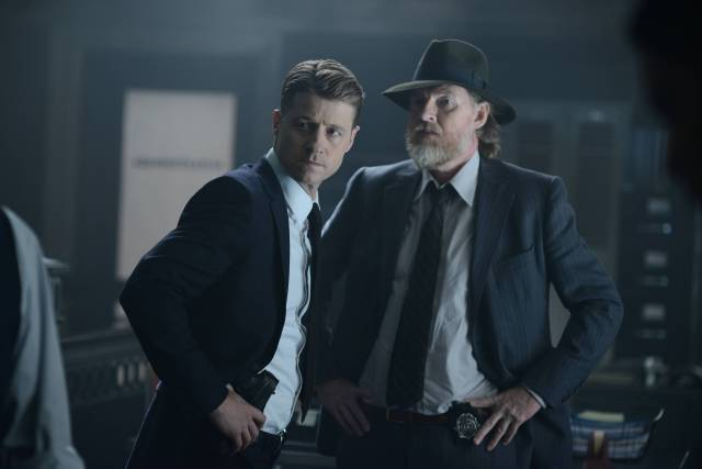 GOTHAM: (L-R) Gordon (Benjamin McKenzie) and Bullock (Donal Logue)  in the ÒRise of the Villains: Strike ForceÓ episode of GOTHAM airing Monday, Oct. 12 (8:00-9:00 PM ET/PT) on FOX. ©2015 Fox Broadcasting Co. Cr: FOX.