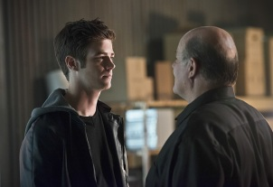 """The Flash -- """"Family of Rogues"""" -- Image FLA203b_0174b.jpg -- Pictured (L-R): Grant Gustin as Barry Allen and Mark Hamill as James Jesse -- Photo: Diyah Pera/The CW -- © 2015 The CW Network, LLC. All rights reserved."""
