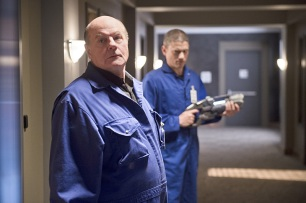 """The Flash -- """"Family of Rogues"""" -- Image FLA203b_0315b.jpg -- Pictured (L-R): Mark Hamill as James Jesse and Wentworth Miller as Leonard Snart -- Photo: Diyah Pera/The CW -- © 2015 The CW Network, LLC. All rights reserved."""