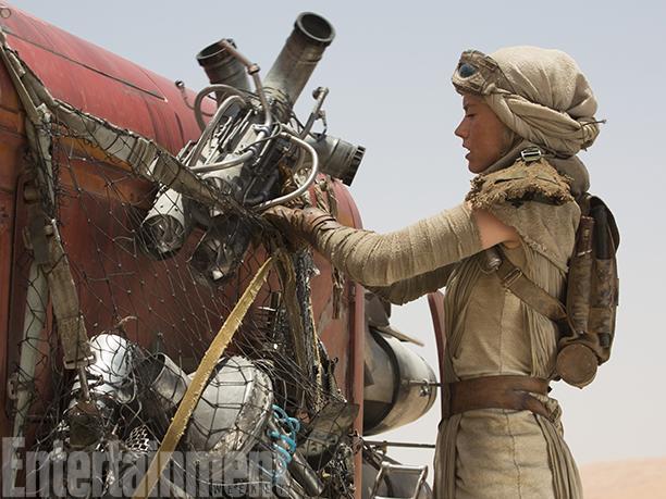 Star Wars_The Force Awakens_EW_Still (2)