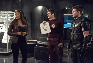 """The Flash -- """"Legends of Today"""" -- Image FLA208B_0011b.jpg -- Pictured (L-R): Ciara Renee as Kendra Saunders, Grant Gustin as Barry Allen and Stephen Amell as Oliver Queen -- Photo: Cate Cameron/The CW -- © 2015 The CW Network, LLC. All rights reserved."""