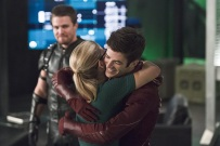 """The Flash -- """"Legends of Today"""" -- Image FLA208B_0036b.jpg -- Pictured (L-R): Stephen Amell as Oliver Queen, Emily Bett Rickards as Felicity Smoak and Grant Gustin as Barry Allen -- Photo: Cate Cameron/The CW -- © 2015 The CW Network, LLC. All rights reserved."""