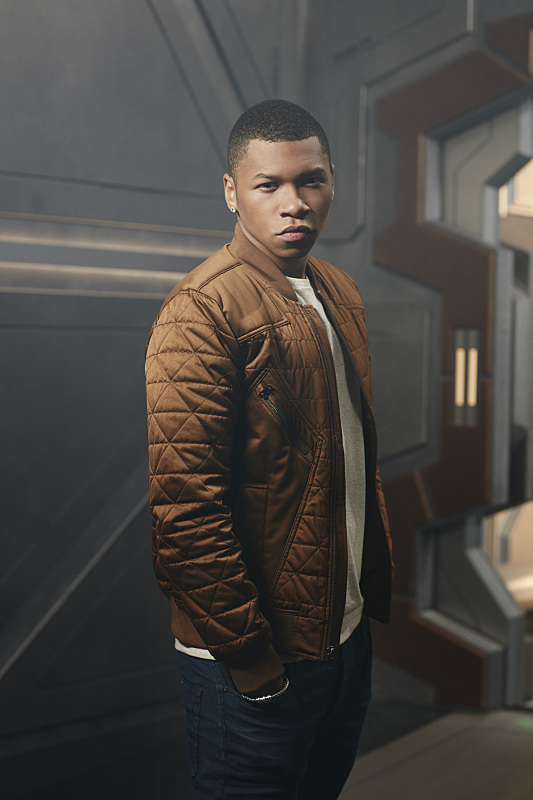 """DC's Legends Of Tomorrow -- Image Number: LGN01_FranzB_0309.jpg -- Pictured: Franz Drameh as Jefferson """"Jax"""" Jackson/Firestorm -- Photo: Brendan Meadows/The CW -- © 2015 The CW Network, LLC. All rights reserved."""
