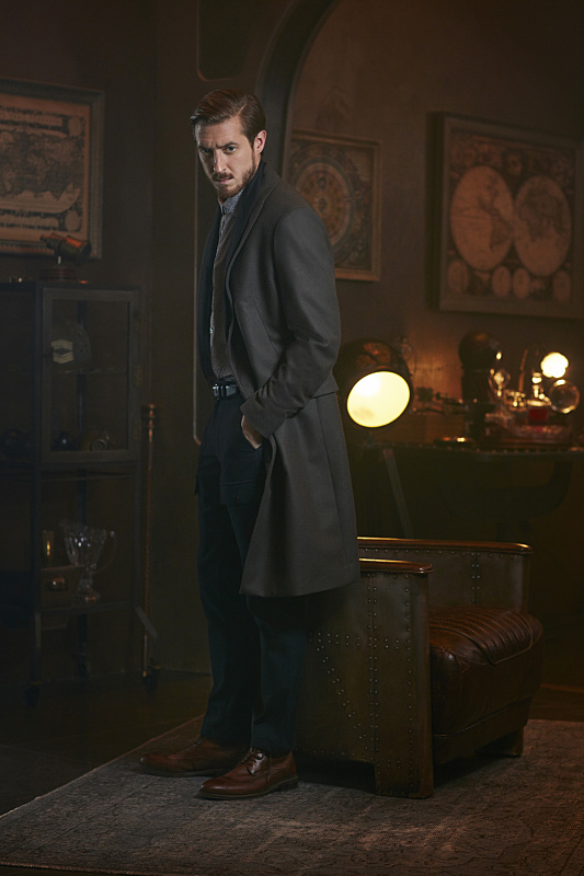 DC's Legends Of Tomorrow -- Image Number: LGN01_ArthurB_3144.jpg -- Pictured: Arthur Darvill as Rip Hunter -- Photo: Brendan Meadows/The CW -- © 2015 The CW Network, LLC. All rights reserved.