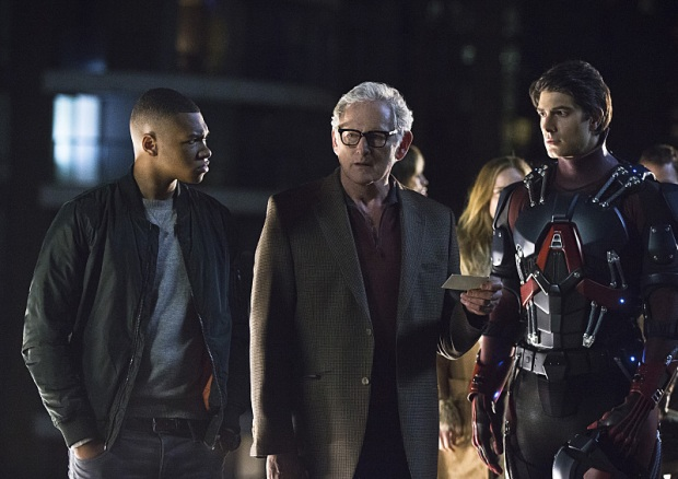 """DC's Legends of Tomorrow -- """"Pilot, Part 1"""" -- Image LGN101d_0496b -- Pictured (L-R): Franz Drameh as Jefferson """"Jax"""" Jackson, Victor Garber as Professor Martin Stein and Brandon Routh as Ray Palmer/Atom -- Photo: Jeff Weddell/The CW -- © 2015 The CW Network, LLC. All Rights Reserved."""