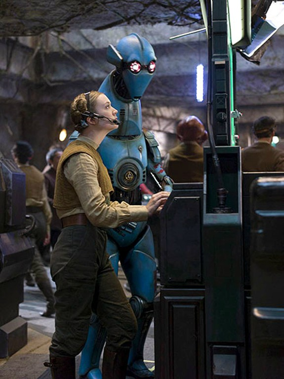 Star Wars_The Force Awakens_First Look at Billie Lourd