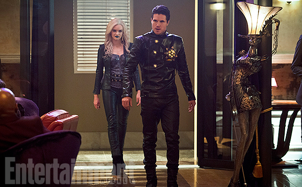 The Flash_Season 2_First Look at Death Storm and Caitlin Snow3