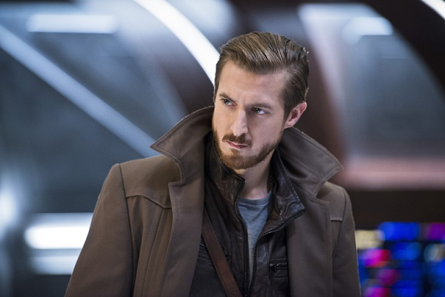 "DC's Legends of Tomorrow -- ""White Knights"" -- Image LGN104A_0233b.jpg -- Pictured (L-R): Arthur Darvill as Rip Hunter -- Photo: Diyah Pera/The CW -- © 2016 The CW Network, LLC. All Rights Reserved."
