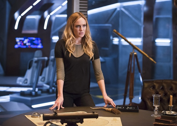 "DC's Legends of Tomorrow -- ""White Knights"" -- Image LGN104A_0260b.jpg -- Pictured (L-R): Caity Lotz as Sara Lance/White Canary -- Photo: Diyah Pera/The CW -- © 2016 The CW Network, LLC. All Rights Reserved."