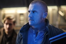 """DC's Legends of Tomorrow -- """"Marooned"""" -- Image LGN107B_0090b.jpg -- Pictured: Dominic Purcell as Mick Rory / Heat Wave -- Photo: Bettina Strauss/The CW -- © 2016 The CW Network, LLC. All Rights Reserved."""