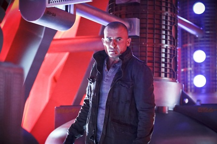 """DC's Legends of Tomorrow -- """"Marooned"""" -- Image LGN107A_0184b.jpg -- Pictured: Dominic Purcell as Mick Rory / Heat Wave -- Photo: Bettina Strauss/The CW -- © 2016 The CW Network, LLC. All Rights Reserved."""