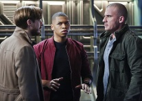 """DC's Legends of Tomorrow -- """"Marooned"""" -- Image LGN107B_0081b.jpg -- Pictured (L-R): Arthur Darvill as Rip Hunter, Franz Drameh as Jefferson """"Jax"""" Jackson, and Dominic Purcell as Mick Rory / Heat Wave -- Photo: Bettina Strauss/The CW -- © 2016 The CW Network, LLC. All Rights Reserved."""