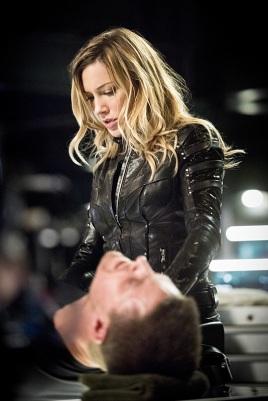 "Arrow -- ""Beacon of Hope"" -- Image AR417a_0287b.jpg -- Pictured (L-R): Katie Cassidy as Laurel Lance and Stephen Amell as Oliver Queen -- Photo: Dean Buscher/The CW -- © 2016 The CW Network, LLC. All Rights Reserved."