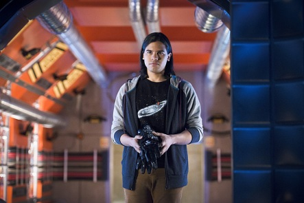 "The Flash -- ""Flash Back"" -- Image: FLA217b_0009b.jpg -- Pictured: Carlos Valdes as Cisco Ramon -- Photo: Diyah Pera/The CW -- © 2016 The CW Network, LLC. All rights reserved."