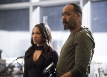 "The Flash -- ""Versus Zoom"" -- Image: FLA218b_0196b.jpg -- Pictured (L-R): Candice Patton as Iris West and Jesse L. Martin as Detective Joe West -- Photo: Diyah Pera/The CW -- © 2016 The CW Network, LLC. All rights reserved."