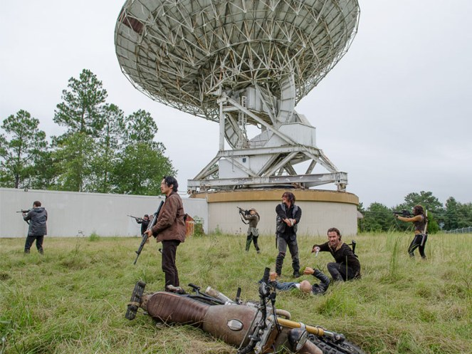the-walking-dead-episode-613-daryl-reedus-rick-lincoln-pre-800x600